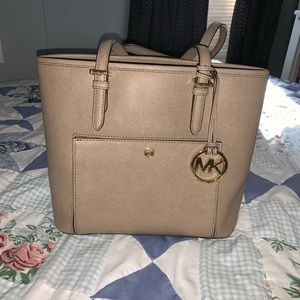 MK purse in great conditions 👜